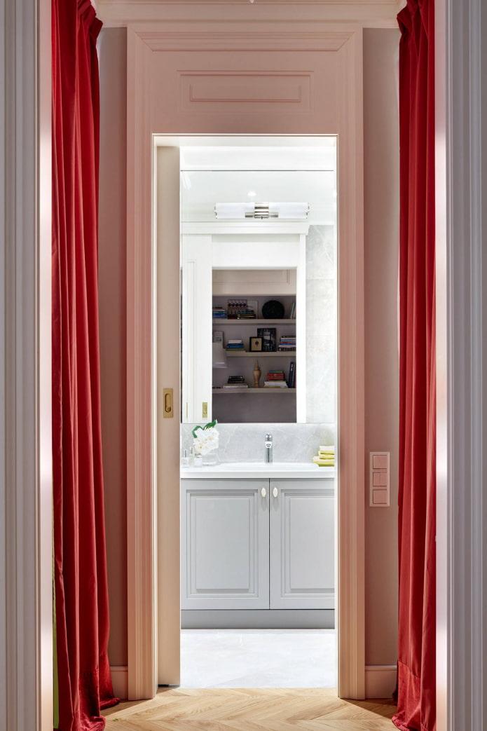 Couloir et salle de bain