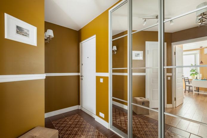 murs peints à l'intérieur du couloir