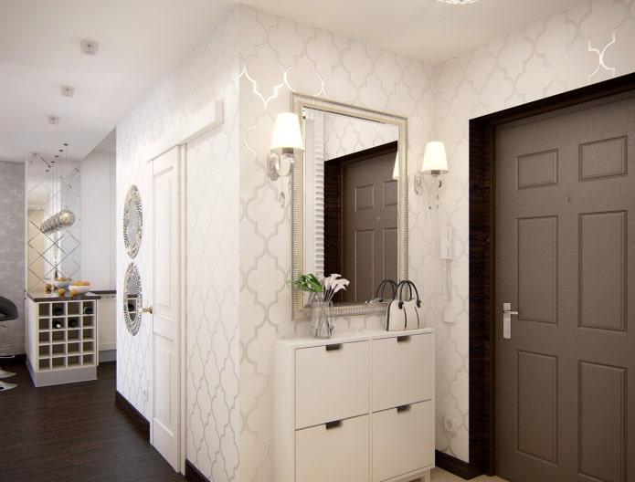 décoration murale blanche dans le couloir
