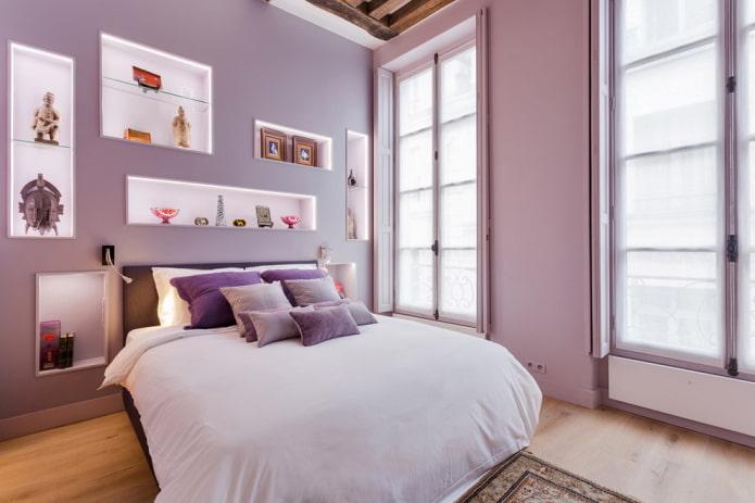 nuances de lilas à l'intérieur de la chambre