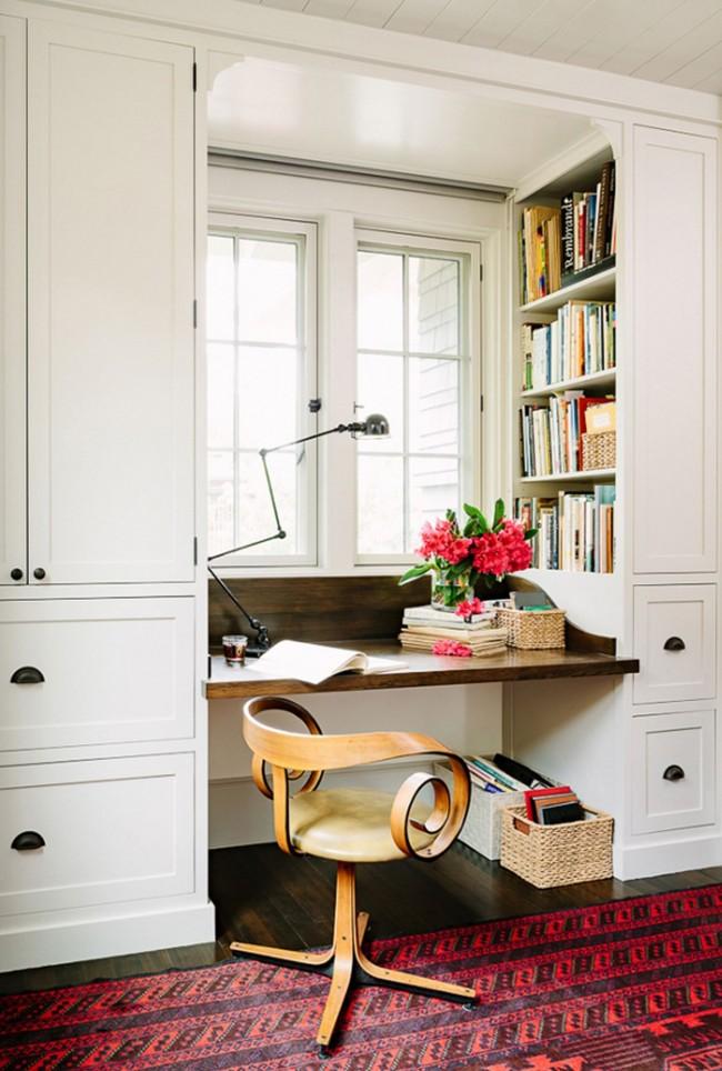 Même dans un petit appartement, vous pouvez équiper un espace de travail confortable