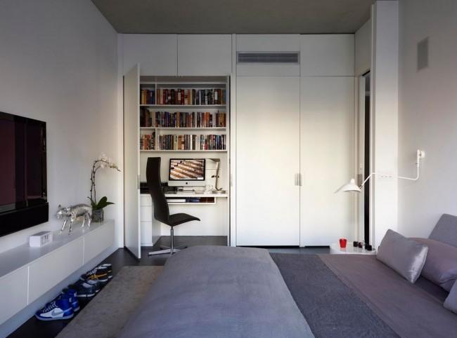Une armoire avec un dessus de table, des étagères pour les papiers et toutes sortes de choses s'intégrera parfaitement à l'intérieur et ne prendra pas beaucoup de place
