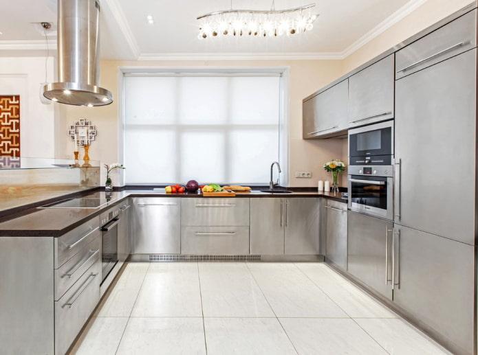 carrelage blanc à l'intérieur de la cuisine