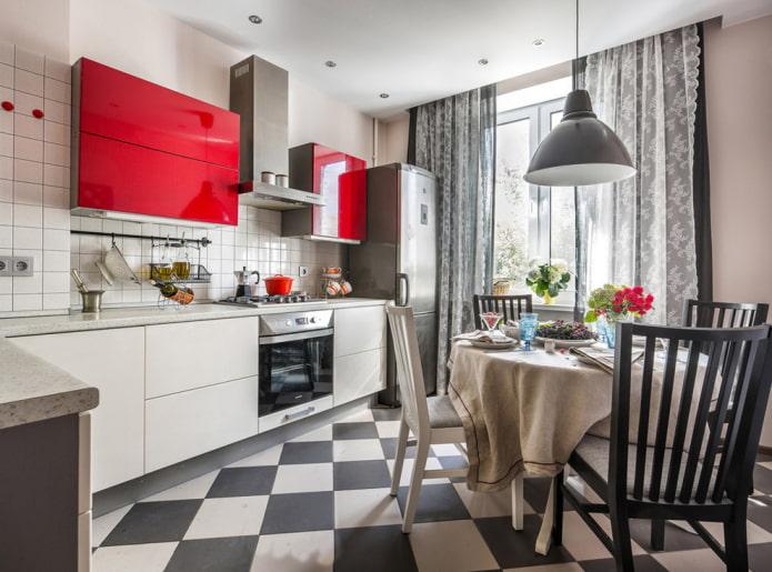 carreaux noirs et blancs à l'intérieur de la cuisine