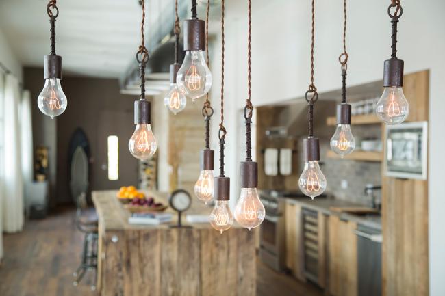 Les lampes Edison aideront à mettre en valeur le style steampunk