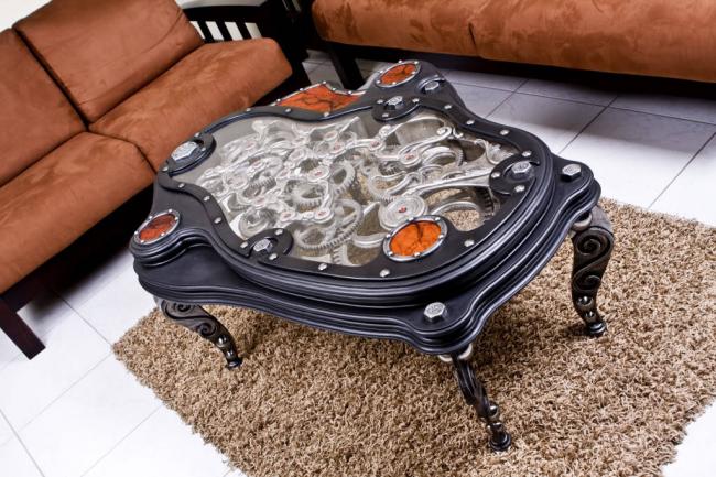 Table basse avec un mécanisme qui joue un rôle décoratif