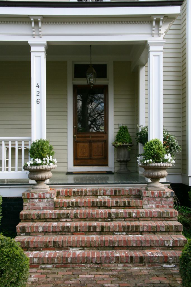 Escalier en brique avec effet de vieillesse