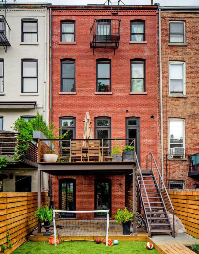 La structure métallique fournira une entrée confortable et sûre au porche