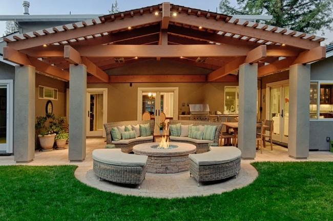 Une terrasse avec un toit en polycarbonate deviendra un passe-temps favori pour toute la famille