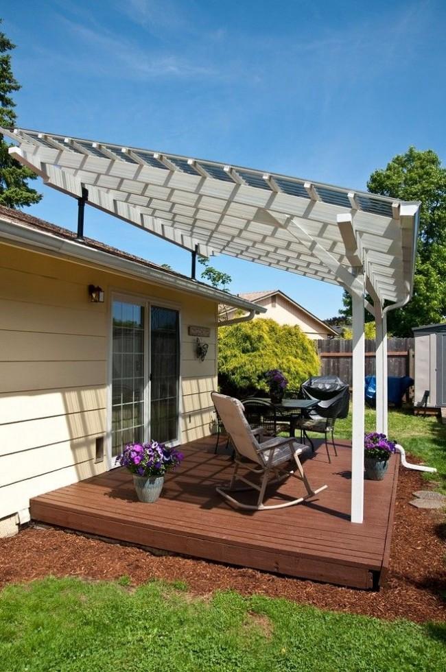 Une petite terrasse en polycarbonate est parfaite pour un chalet d'été