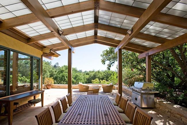 La terrasse avec barbecue est parfaite pour passer du temps avec les amis et la famille