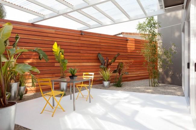 Les terrasses en polycarbonate se sont rapidement popularisées dans le domaine de la construction individuelle pavillonnaire et pavillonnaire