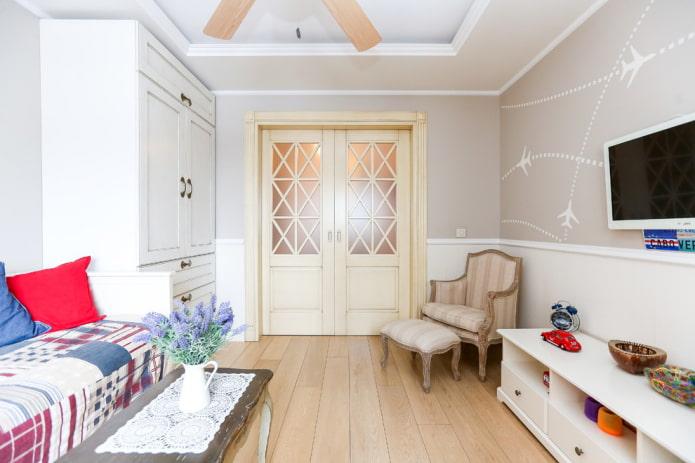 portes simples et sol à l'intérieur