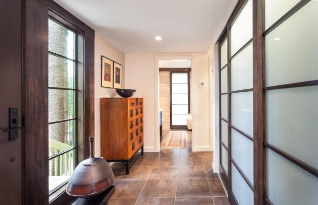 Portes d'armoires en bois naturel et verre