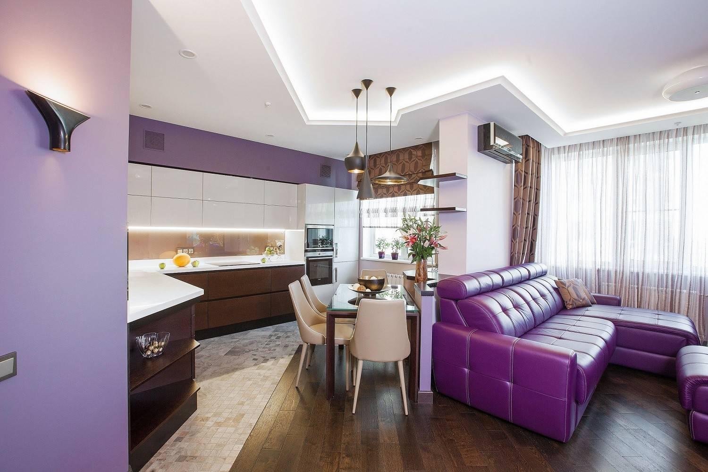 Cuisine-salon décorée dans des tons pastel