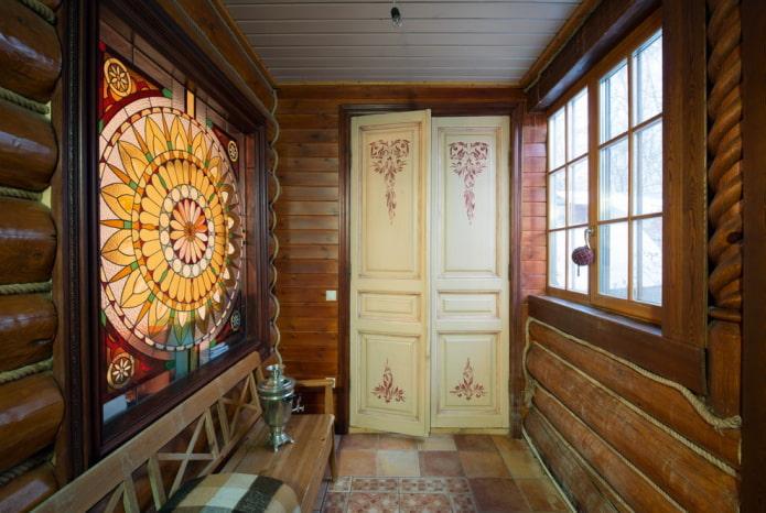 portes de couleur claire avec des dessins à l'intérieur