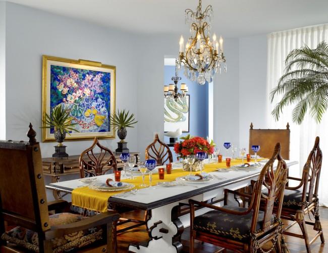 Tables à manger.  L'option la plus populaire et la plus polyvalente : une table pour 6 personnes.  Si la table se suffit à elle-même, il vaut mieux préférer le chemin de table à la nappe habituelle.