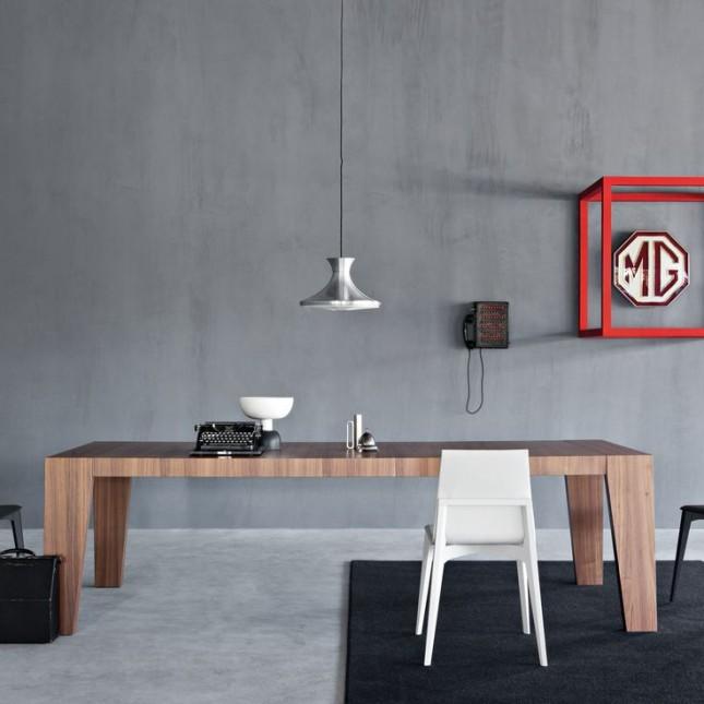Tables à manger.  Jouer avec un motif de matériaux naturels dans une table à manger rectangulaire moderne