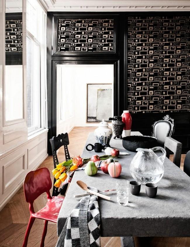 Tables à manger.  Une solution non standard et très décorative serait une table à manger en pierre avec une finition qui laisse une sensation de rugosité.
