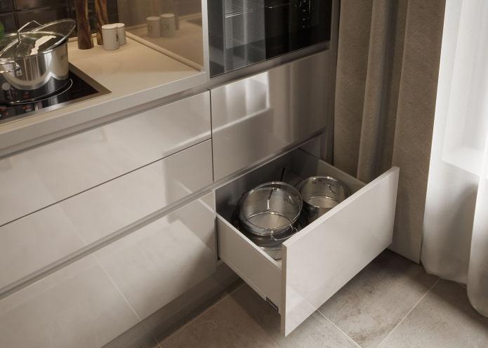 tiroirs sans poignées dans la cuisine
