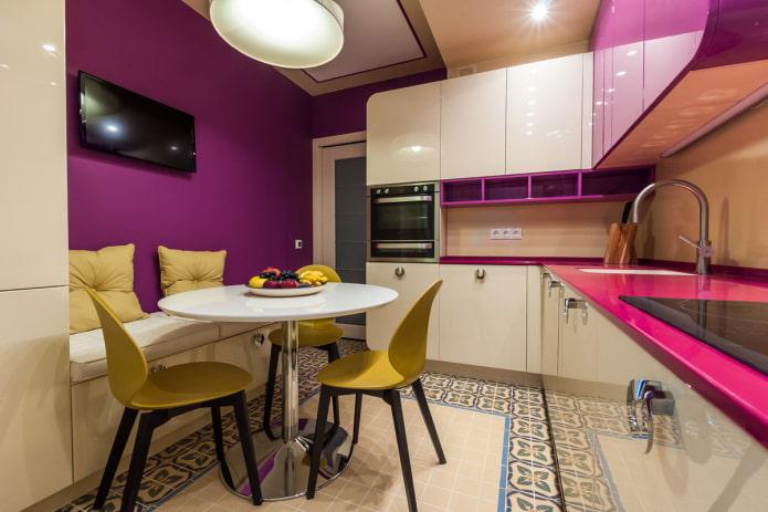 cuisine violet vif avec du jaune