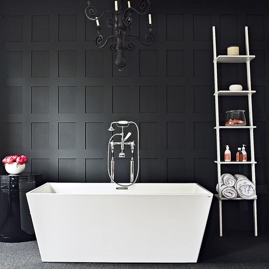 Photo 2 - La noble combinaison du noir et du blanc dans la salle de bain