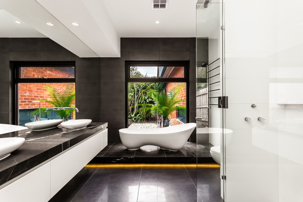 Photo 3 - La salle de bain en noir et blanc crée un sentiment d'harmonie