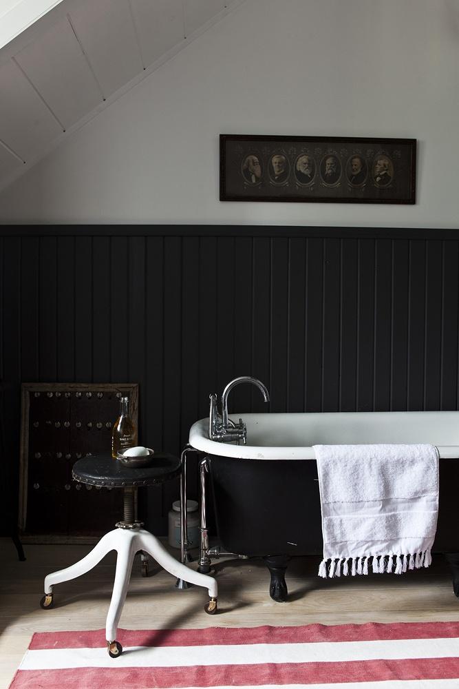 Photo 10 - Salle de bain noir et blanc de style vintage