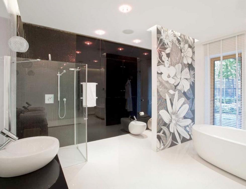 Photo 15 - Le dessin floral sur le mur en noir et blanc crée un sentiment de sophistication