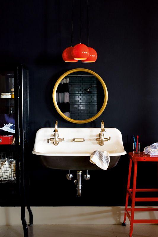 Photo 18 - Sur un coloris noir profond, tous les éléments de la salle de bain semblent plus juteux