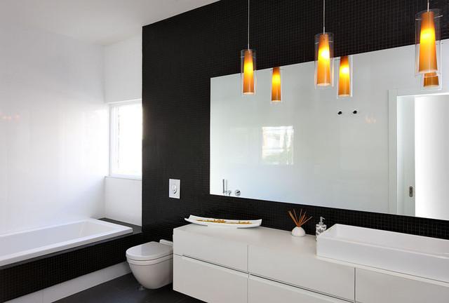 Photo 19 - La sévérité gracieuse d'une salle de bain en noir et blanc