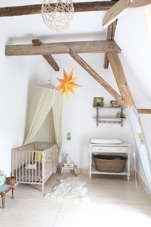 La verrière est fixée au pieu du plafond - elle peut être déplacée si nécessaire