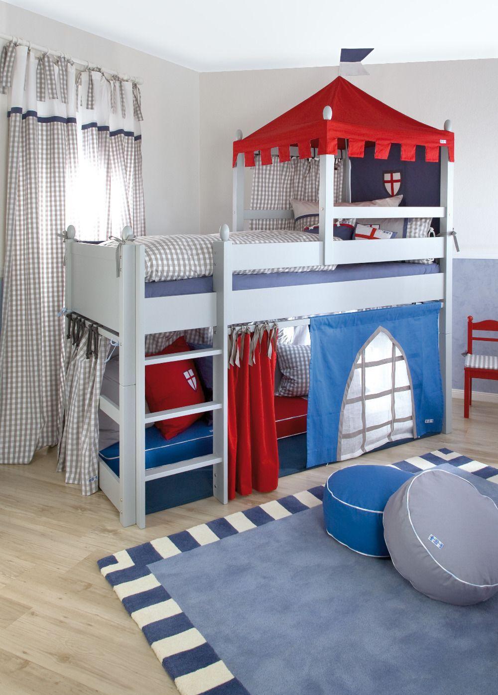 Auvent, fixé sur les murs du lit - un petit château de chevalier dans la pépinière
