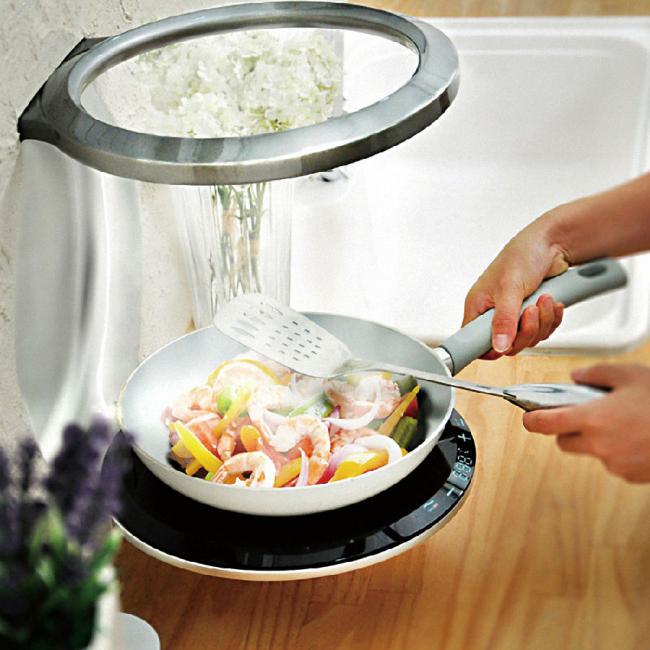 Table de cuisson à induction compacte pouvant être fixée au mur