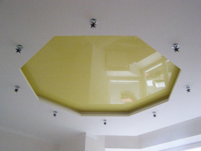 structure de plafond bouclée en forme de polygone