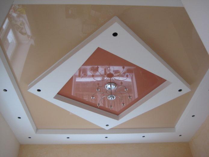 structure de plafond bouclée en forme de carrés