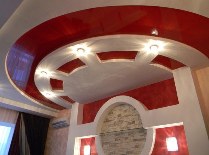 structure de plafond bouclée en forme de demi-cercle