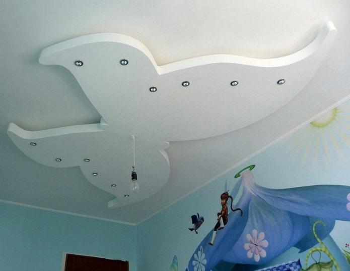 structure de plafond en forme de papillon