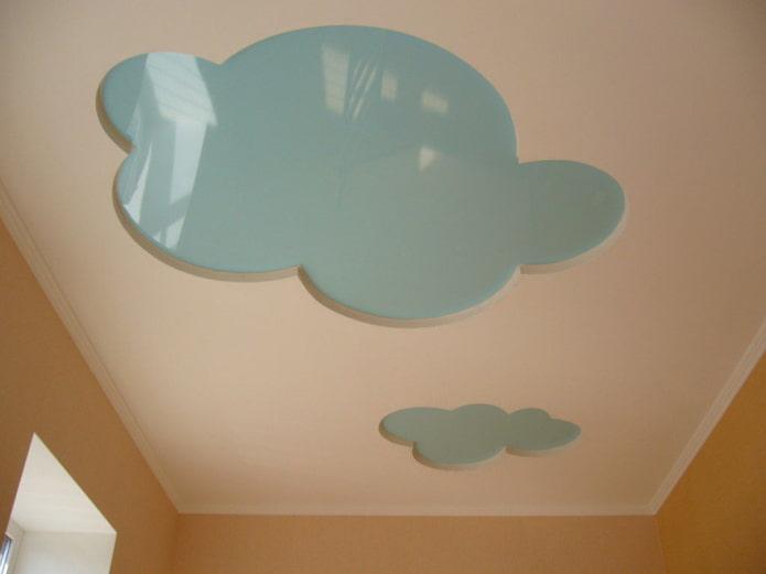 structure de plafond en forme de nuages