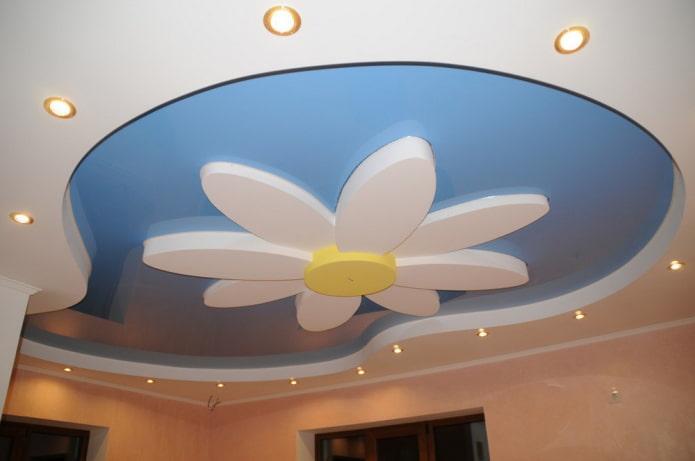 structure de plafond bouclée en forme de fleur
