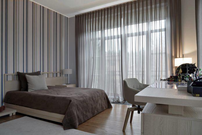 Rideaux dans la conception de la chambre avec papier peint gris