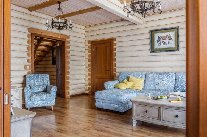 portes brunes à l'intérieur du salon