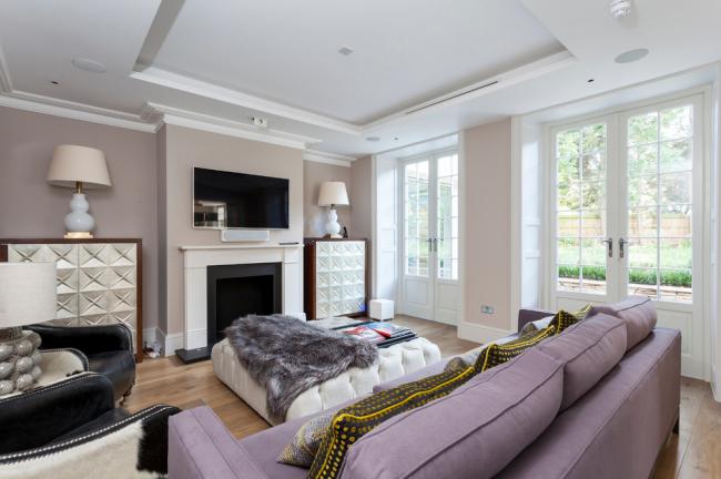 Salon cosy aux couleurs pastel