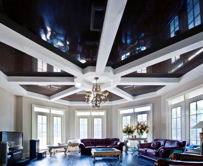 Combinaison parfaite de construction en plaques de plâtre et de plafond tendu