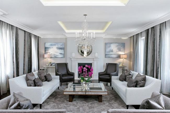 Lustre en cristal luxueux s'intégrera parfaitement à l'intérieur du salon dans le style classique moderne