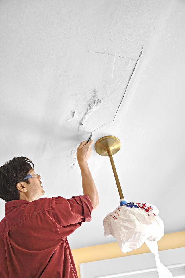Si nécessaire, la réparation du plafond en plaques de plâtre peut se faire à la main