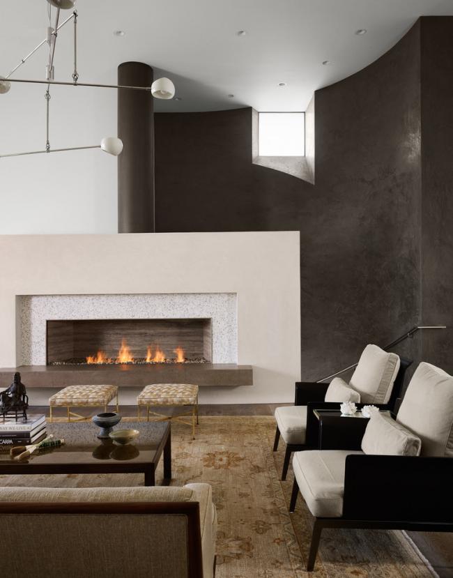 Plafond à un niveau dans la conception d'un salon dans un style moderne