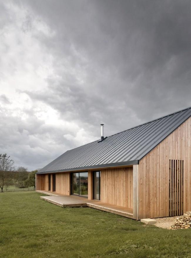Les maisons en bois à un étage d'un bar sont rapidement conçues et construites