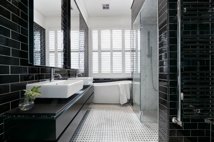 meuble noir dans la salle de bain