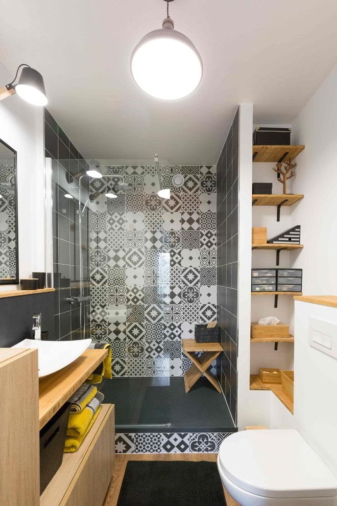 meubles en bois dans la salle de bain